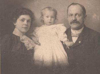 John B. Cole's daughter Blanche with her first husband Henry Wood. She is holding their daughter, Maurine Wood. They married in Chelsea, Michigan, July 1897. Maurine was born in June1898 in Chelsea